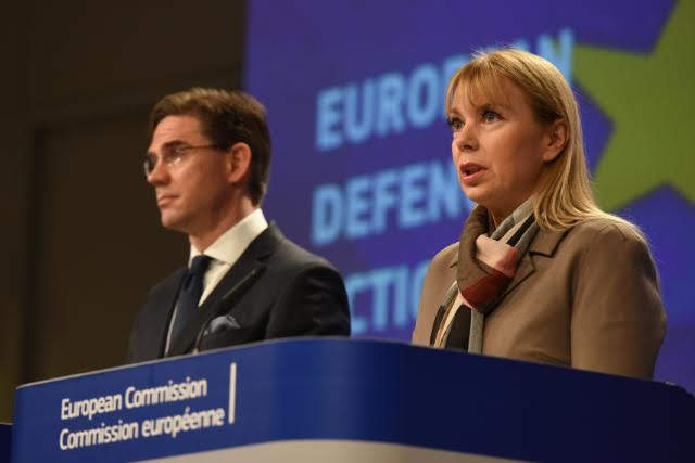 Katainen e Bieńkowska © European Union, 2016/Source: EC - Audiovisual Service/Photo: Mauro Bottaro
