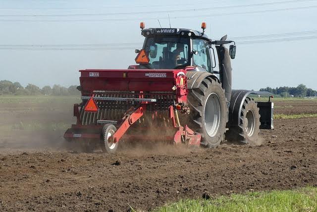 Macchine agricole - Photo credit: Foto di Elsemargriet da Pixabay